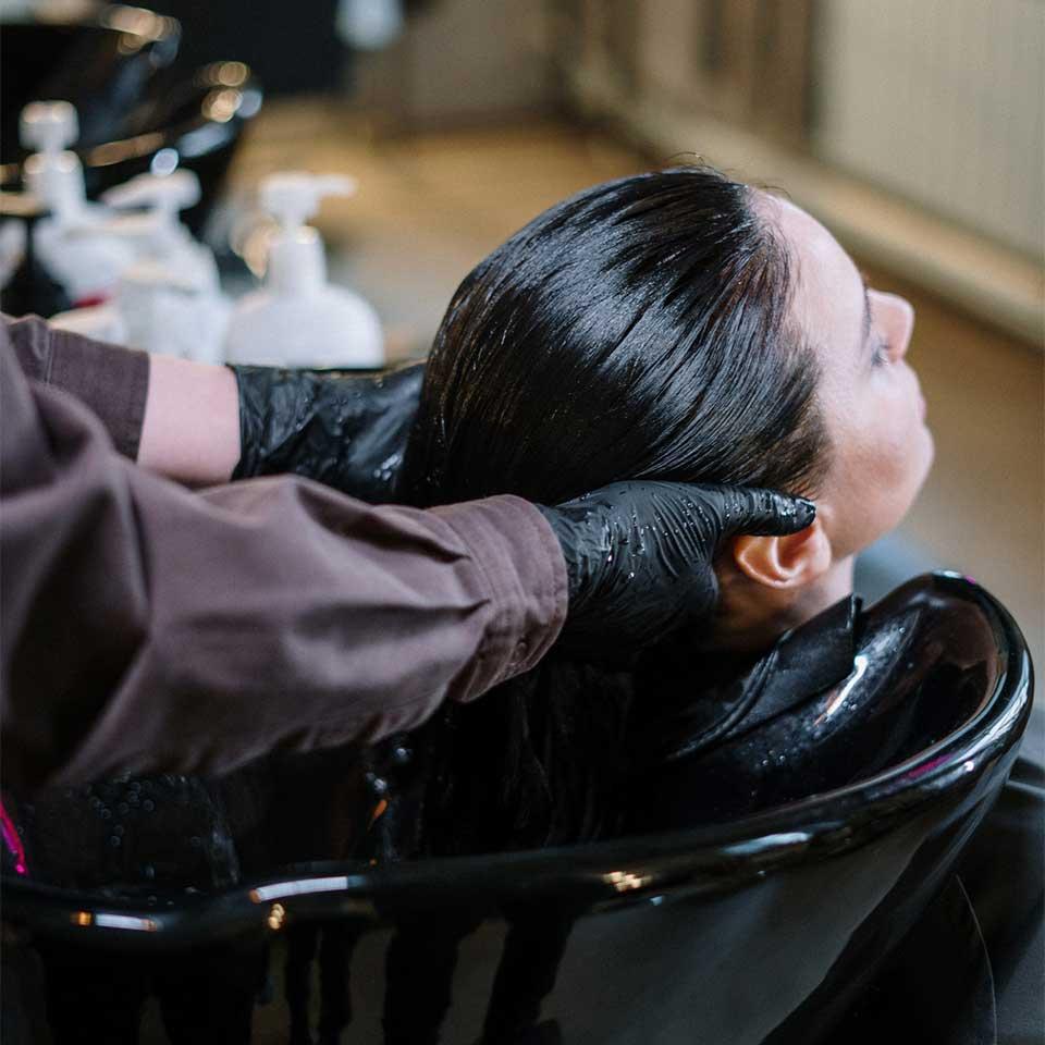 Detailbild aus dem Salon von Spezialtechniken beim Färben der Haare bei Lara HAIR & MAKE-UP