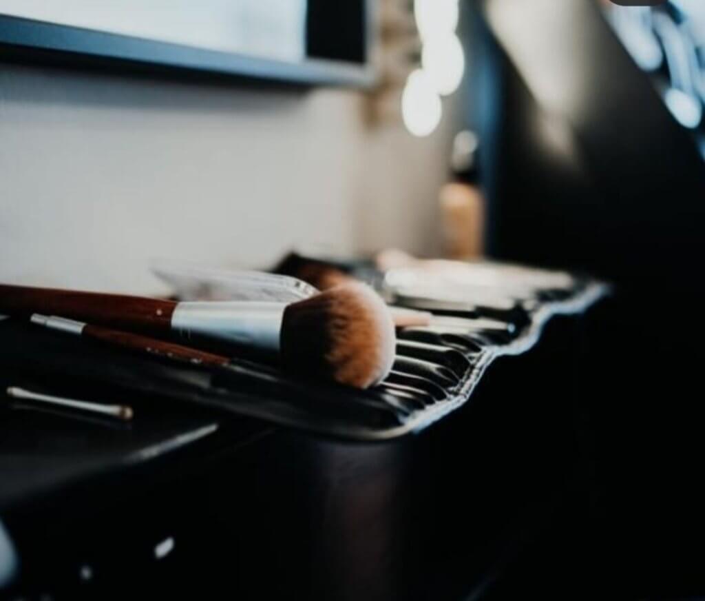 Bild von Pinseln - Detailaufnahme beim Styling bei Lara HAIR & MAKE-UP
